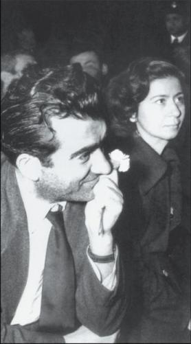 Με το Νικο Μπελογιάννη, κατά τη διάρκεια της δίκης